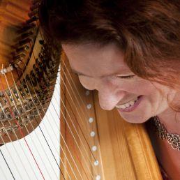 Harpist Gouda  (NL) Heleen Bartels, harpiste en zangeres