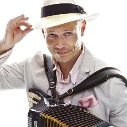 Accordionist Tilburg  (NL) Peter Faber Sings!
