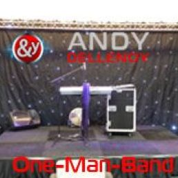 Andy Dellenoy one-man-band