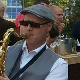 Saxofonist Koog aan de Zaan  (NL) De mobiele straat saxofonist coronaproof