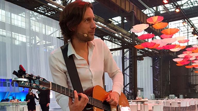 Guitarist Arnhem  (NL) Bowe - Solo Acoustic