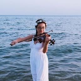 Violist Rotterdam  (NL) Maria Dorri (violist)