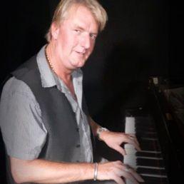 Pianist Bosch en Duin  (NL) Jonn Reyna | Jazzpianist