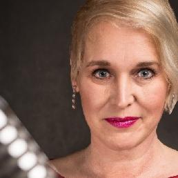 Singer (female) Obdam  (NL) All-round singer Marcia Bamberg