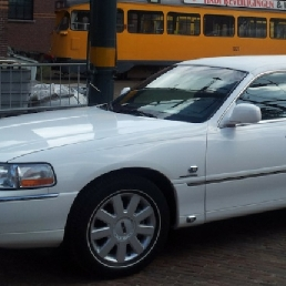 Party vervoer 's Gravenzande  (NL) Lincoln Towncar Limousine Wit