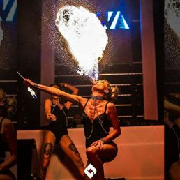 Stunt show Amsterdam  (NL) Linsey Boxhoorn: Fire show
