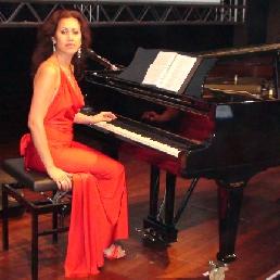 Pianist Voorburg  (NL) Pianiste Debora