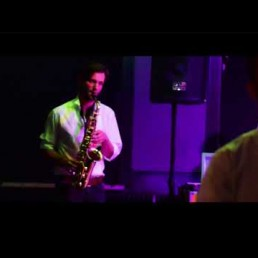 PAUL C4GE (DJ en trompettist in één)