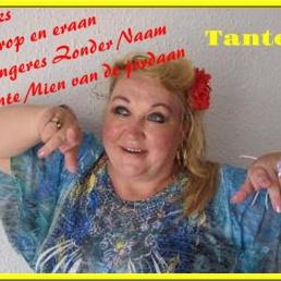 Zangeres  Tante Mien