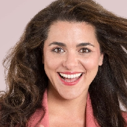 Presentator Amsterdam  (NL) Presentator Charida Oumghar