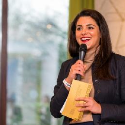 Presentator Charida Oumghar (v)