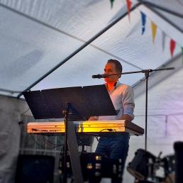 Zanger Meppel  (NL) One man band Koen