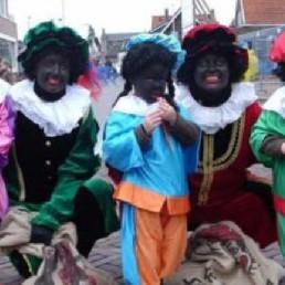 Karakter/Verkleed Heinenoord  (NL) Twee Zwarte Pieten Delen Uit