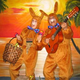 Kindervoorstelling Heinenoord  (NL) Zingende Paashazen - Los del Sol