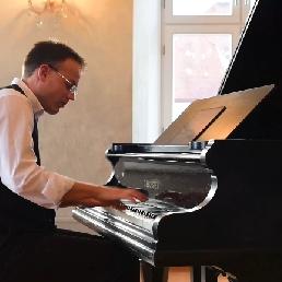 Pianist Naarden  (NL) Pianist
