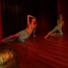 Kaouther: Belly dance group