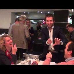 Table magician Rich Magic