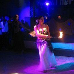 Buikdanseres met vuur