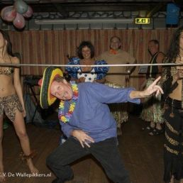 Limboshow exotica 3 dancers