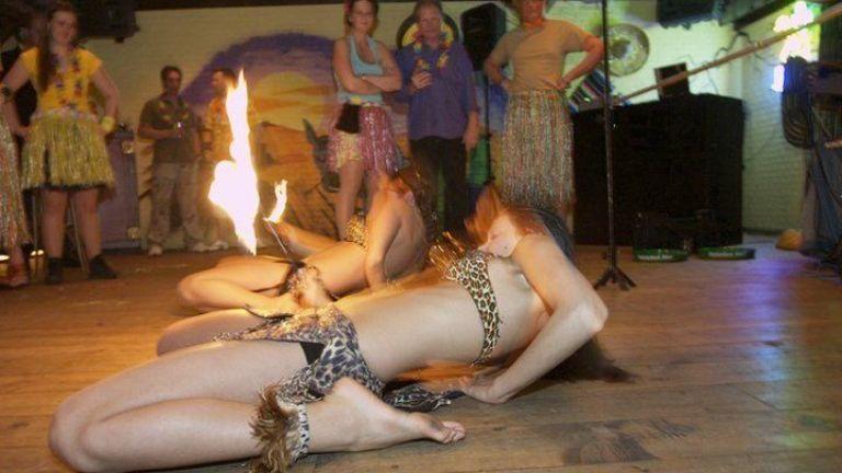 Limboshow Exotica 2 danseressen