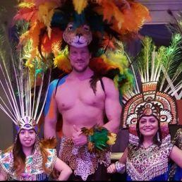 Azteka parade dansers en danseressen