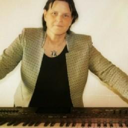 Pianist Hengelo  (Overijssel)(NL) Fenn-Live Toetsenist/zangeres