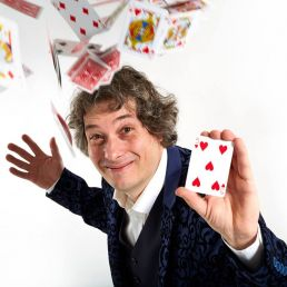 Goochelaar Veldhoven  (NL) Tafelgoochelaar Davinti