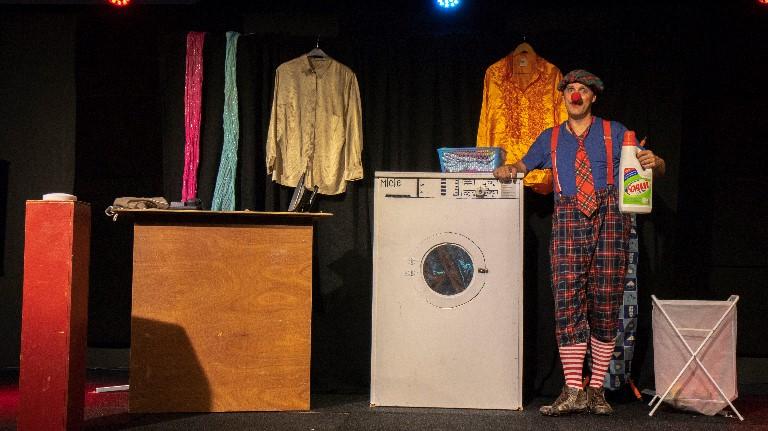 Clown Doedel en de wasserette