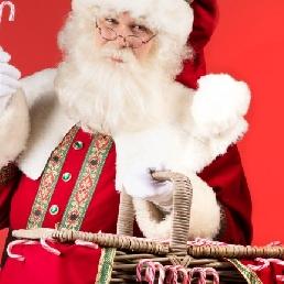 Karakter/Verkleed Tilburg  (NL) De Kerstman deelt uit