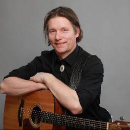 Zanger Schiedam  (NL) Zanger gitarist Stain