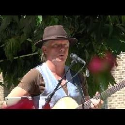 Zanger gitarist Stain