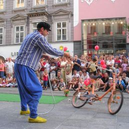 Event show Amsterdam  (NL) Circus Clog: Family on Wheels