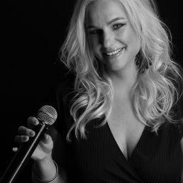Singer (female) Driehuis  (Noord Holland)(NL) Achtergrond 'Miekes Muzikaal Behang'