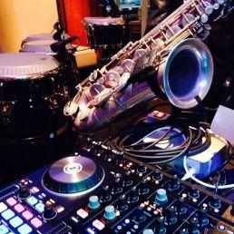 DJ Leuth  (NL) Saxotone's DJ set - (DJ-Sax duo)