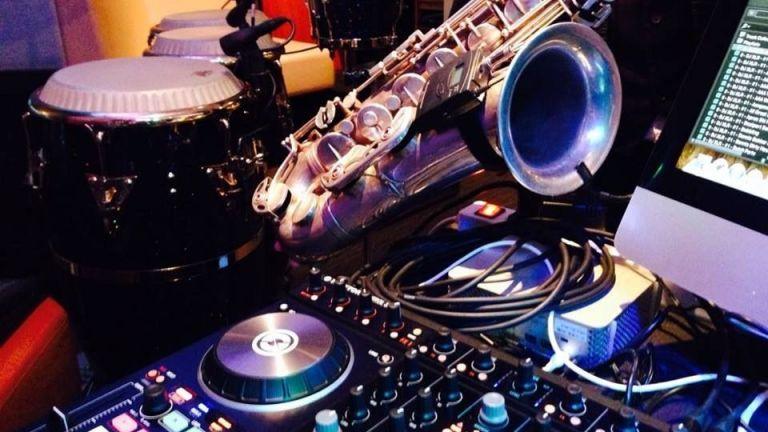 Saxotone's DJ set - (DJ-Sax duo)