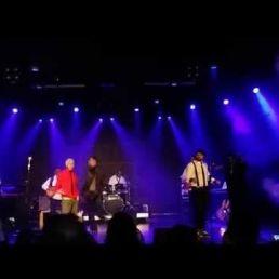 IMVINCIBLE (met liveband)
