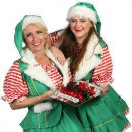 Actor Heinenoord  (NL) Christmas Females Sharing Christmas Wreaths Out