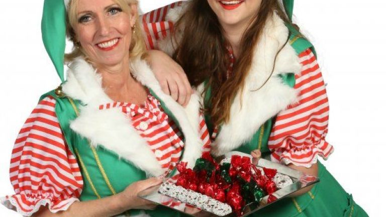 Kerst Vrouwtjes Delen Kerstkransjes Uit