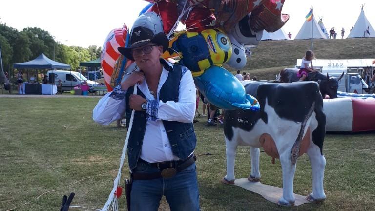 Ballonvouwende Cowboy op anderhalve