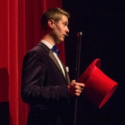 Magician Wageningen  (NL) Are there any more questions? - Magic Cabaret Act
