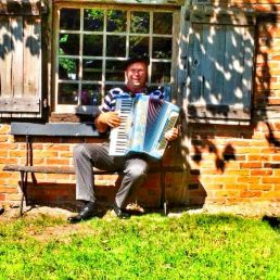 Accordionist Hazerswoude Rijndijk  (NL) French Accordionist