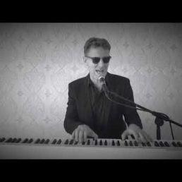 Pieter Hoogland Piano & Singing