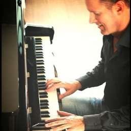 Pianist Leiden  (NL) Pieter Hoogland Piano & Zang