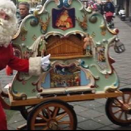 Musician other Den Haag  (NL) Santa Claus with Christmas crank organ .
