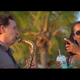 Saxophonist Overloon  (NL) Saxofonist Jan van Oort ook met DJ