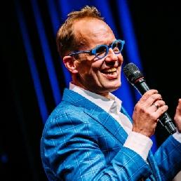 Cabaret Hattem  (NL) Woordkunstenaar Willem Gunneman zakelijk
