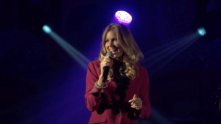 Zangeres Gorinchem  (NL) Rosanne Solo-act Online Coronatijd