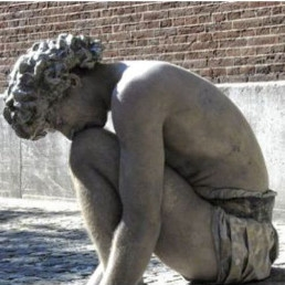 Animatie Nijmegen  (NL) Crouching Boy