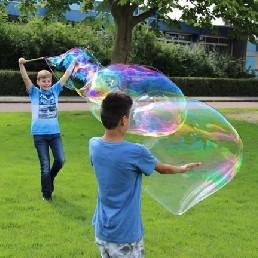 Kindervoorstelling Ammerzoden  (NL) Reuze zeepbellen maken