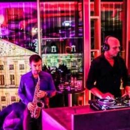 Saxofonist Zaandam  (NL) Saxofonist Rafael met DJ Michael Armand